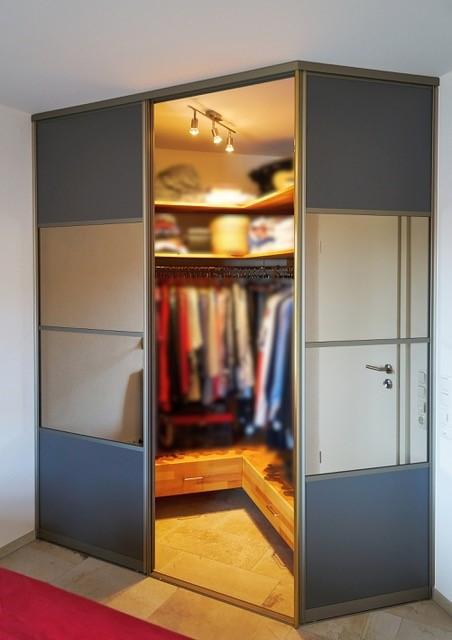 Raumabtrennung für begehbaren Kleiderschrank 2
