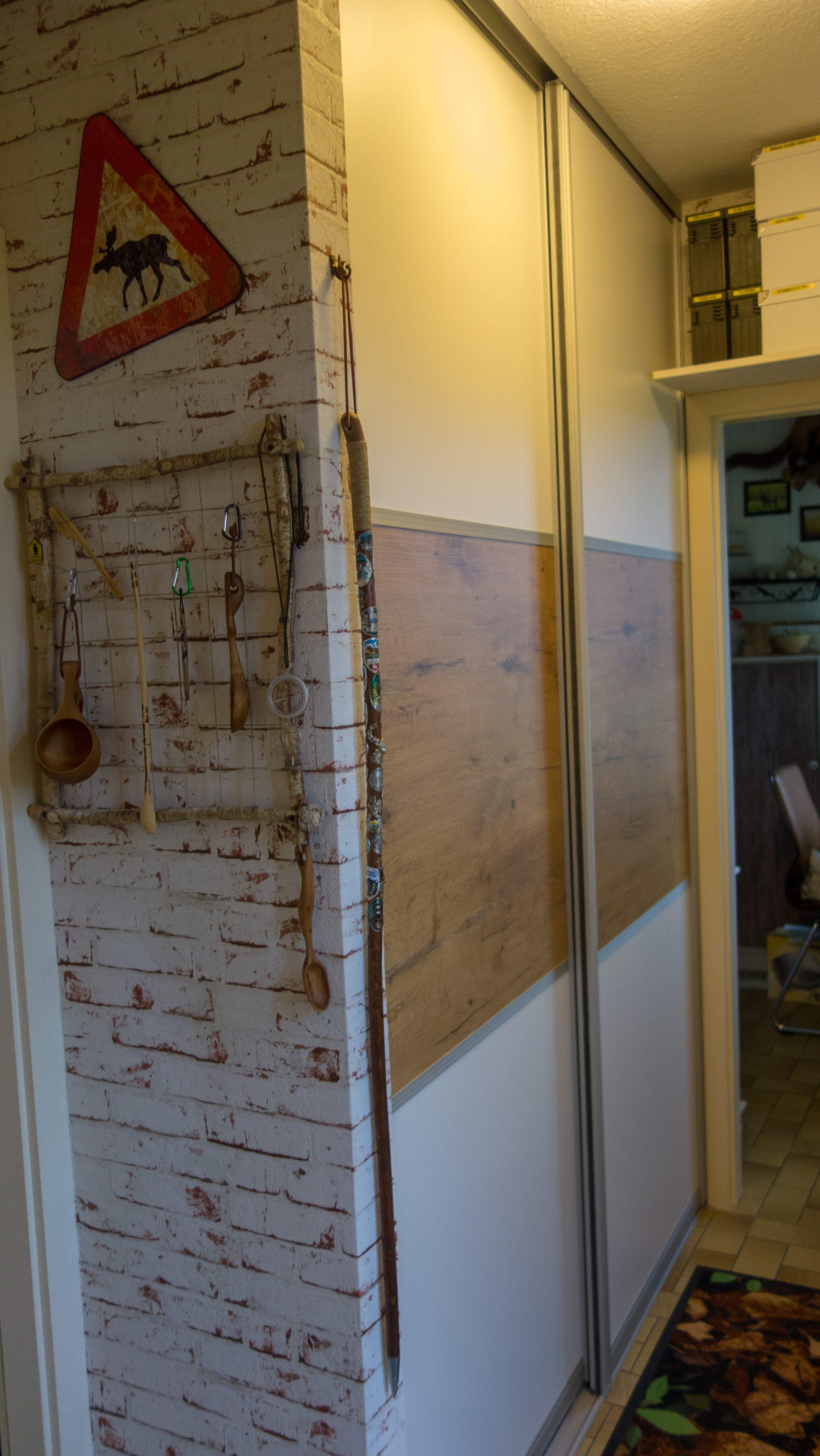 Schranktüren weiß mit Holzstreifen